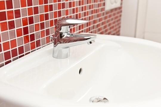 Amatur Waschbecken rotes Mosaik